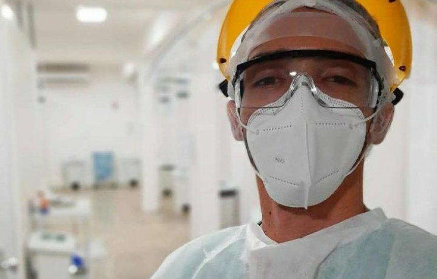 [Enfermeiro conta como é a difícil rotina de quem cuida dos pacientes com covid-19 ]