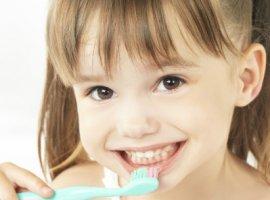 [Os primeiros dentes do bebê: saiba aliviar as dores e higienizar]