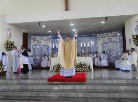 [Padre Luis Felipe é ordenado em Dias d´Avila]