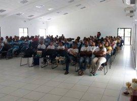 [Casais participam de encontro no Centro Diocesano São Paulo II, em Camaçari]
