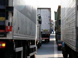 [Indefinições sobre tabela do frete travam transportes de carga no País]