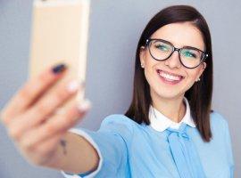 [Selfies aumentam em 30% o tamanho do nariz, revela estudo]