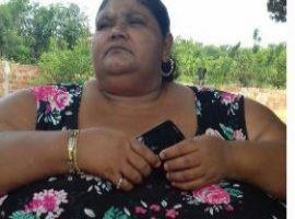[Com obesidade ela não recebe ajuda da prefeitura e chora com medo de morrer]