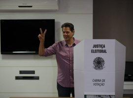 [Após café da manhã com aliados, Haddad vota na zona sul de São Paulo]