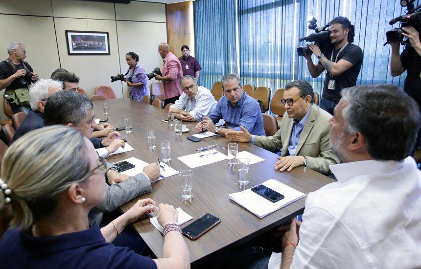 [PT, PSB e Psol anunciam bloco para fazer oposição ao governo Bolsonaro]