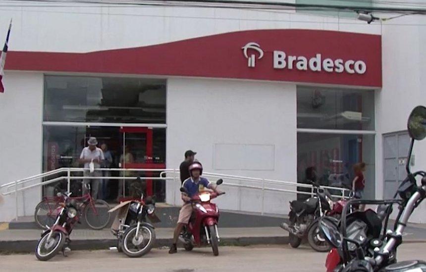 [Bandidos sequestram gerente de banco com mulher e dois filhos]
