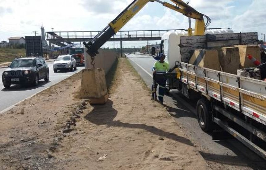 Bahia Norte executa fechamento de canteiro central na CIA-Aeroporto