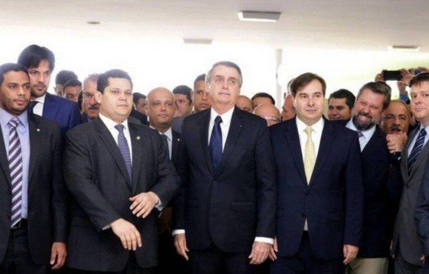[Bolsonaro entrega reforma da Previdência ao Congresso]