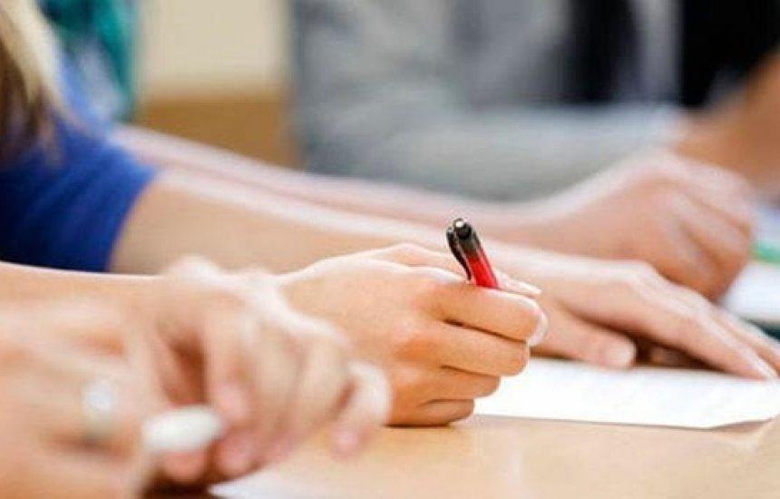 [Proposta isenta desempregados há mais de 1 ano de taxa de inscrição em concursos]