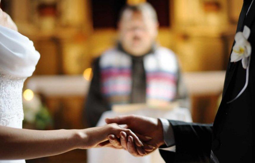 [Bolsonaro sanciona lei que proíbe casamento de menores de 16 anos]