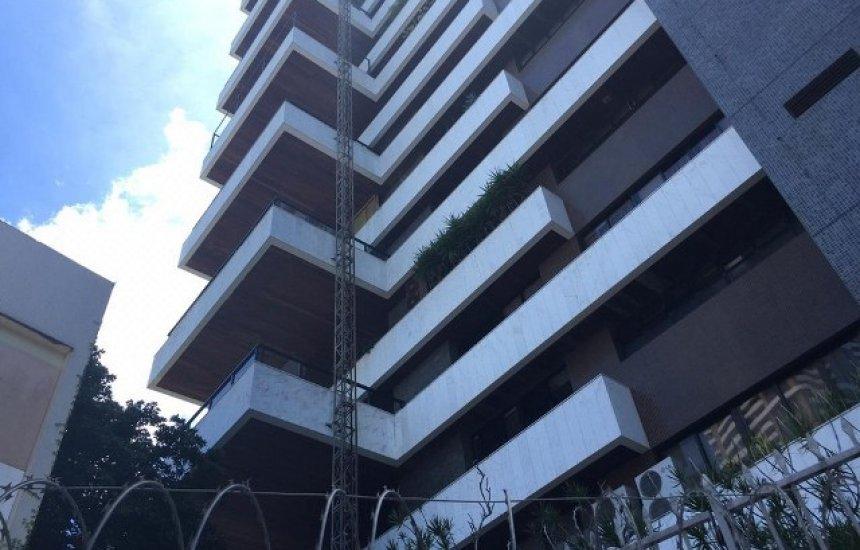 [Dois homens morrem após elevador despencar de prédio de luxo em Salvador]