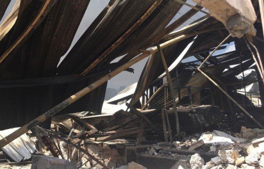 [Incêndio em fábrica de colchões em Salvador destruiu 60% do prédio]