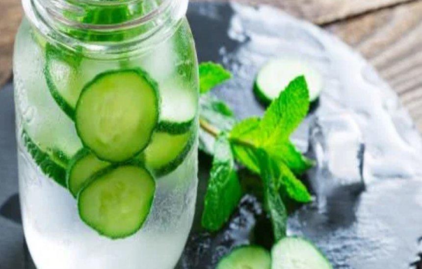 [Confira receita de água detox para limpar o organismo]