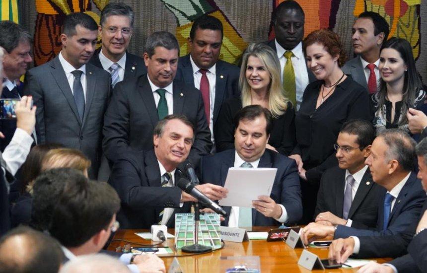 [Bolsonaro entrega à Câmara projeto que muda regras da CNH]