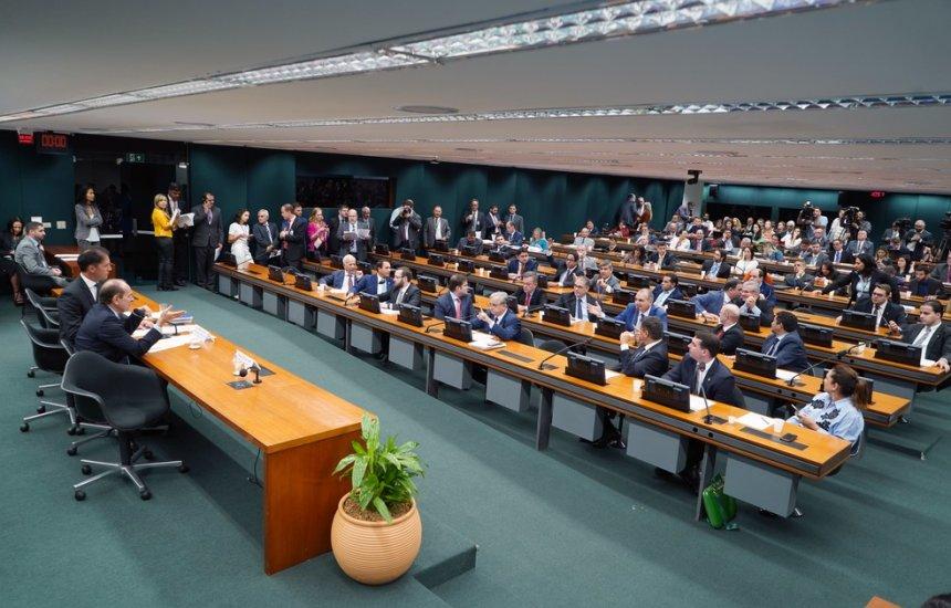 [Sem acordo, comissão adia votação sobre crédito extra para o governo]