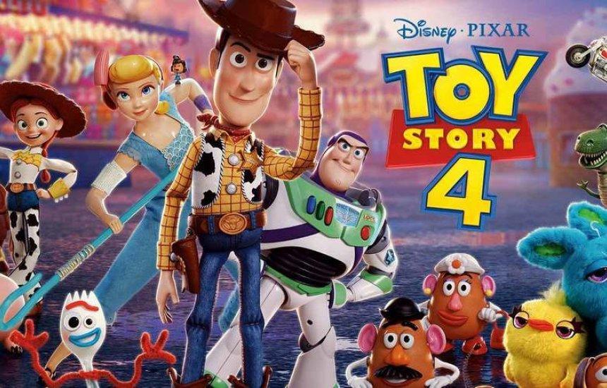 [Chama a criançada pra curtir a estreia de Toy Story 4]