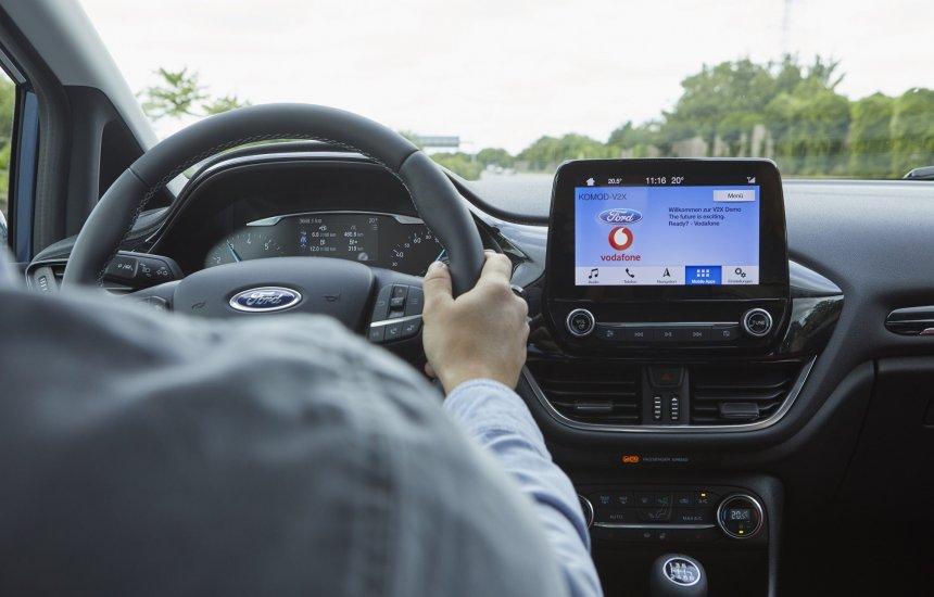 [Ford testa tecnologia que ajuda o motorista a localizar vagas de estacionamento]