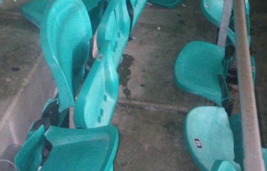 [Torcedores depredam Arena Fonte Nova em jogo do Vitória x Guarani]