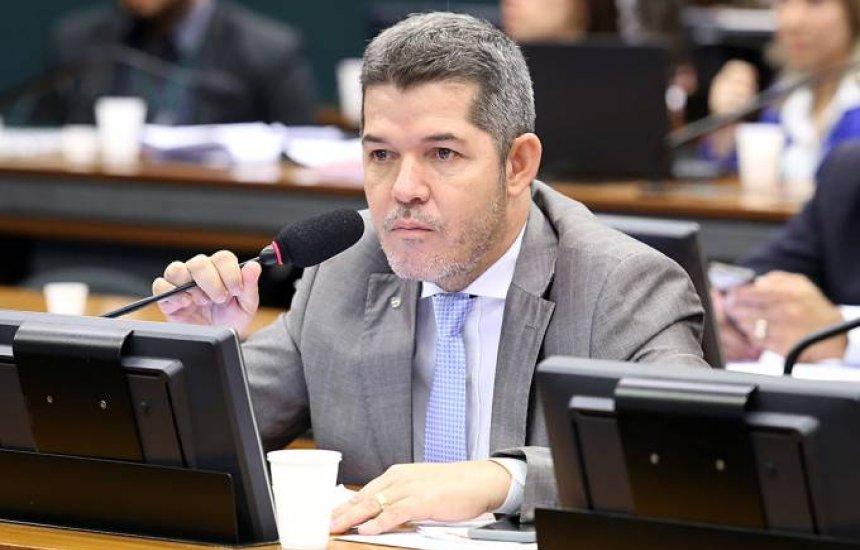 Bolsonaro tentou comprar deputados com cargos, diz Delegado Waldir