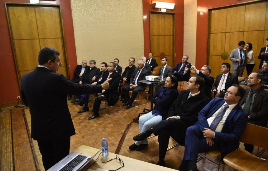Governadores discutem na França criação de rota de gás natural no Nordeste