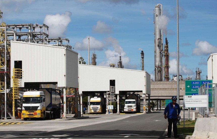 [BASF promove ação voluntária para retirada de resíduos do meio ambiente]