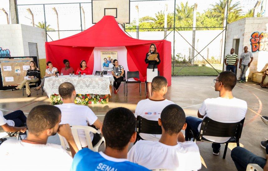 [Adolescentes socioeducandos de Camaçari recebem mais de 1,1 mil livros da campanha 'Asas ao Pensamento']