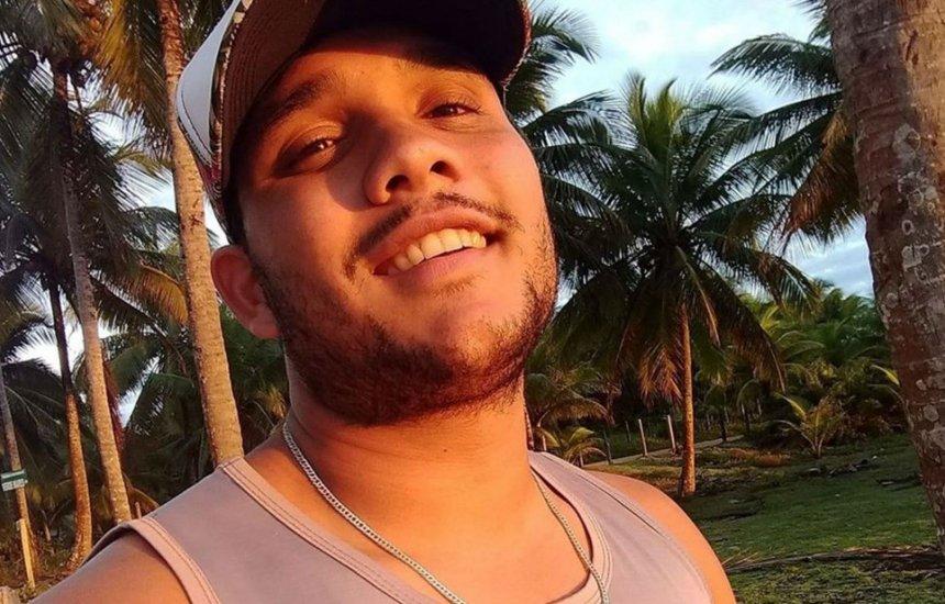 [Jovem é morto a tiros após se esbarrar em rapaz durante show na Bahia]