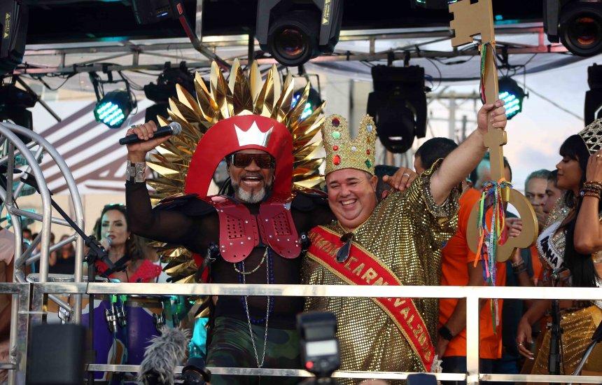 [Chaves da cidade são entregues para o Rei Momo na abertura do Carnaval]