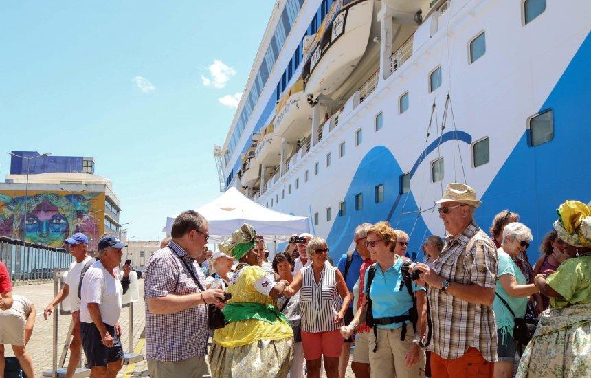 [Cruzeiros trazem cerca de 17 mil turistas para o Carnaval de Salvador]