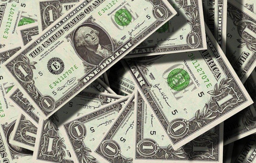 [Dólar chega a R$ 4,40 e bate marca histórica]