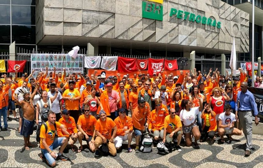 [Após 20 dias, Petroleiros suspendem greve na Petrobras]