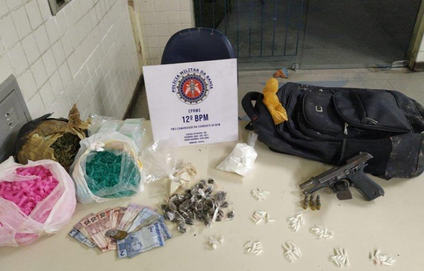 [Policiais do 12º BPM apreendem arma de fogo e drogas no Algarobas]