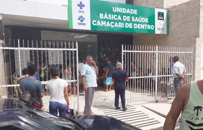 [Vacinação contra gripe provoca grande fila no Camaçari de Dentro]