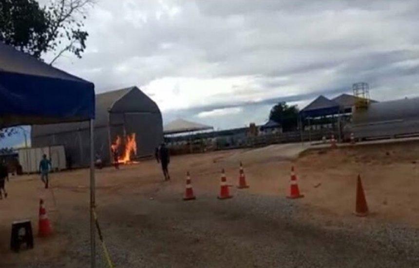 [Grupo incendeia galpão com 28 infectados por covid-19 na Bahia]