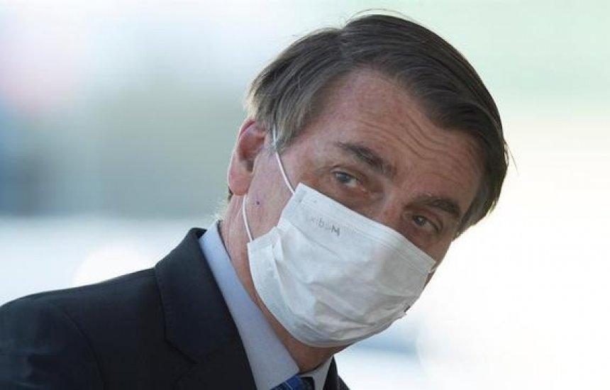 [Com vetos, Bolsonaro sanciona lei que obriga uso de máscaras em espaços públicos no País]