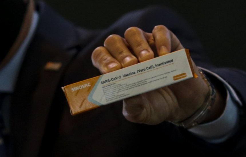 [Covid-19: Diretor do Instituto Butantan defende confiabilidade de vacina chinesa]
