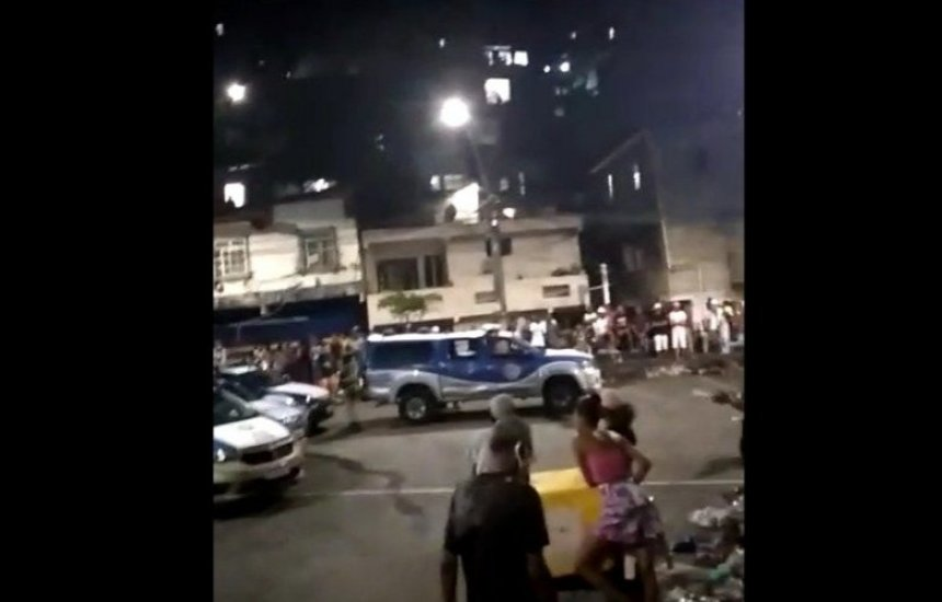 [Guarnições são vaiadas em paredão após policiais da reserva serem conduzidos para Corregedoria]