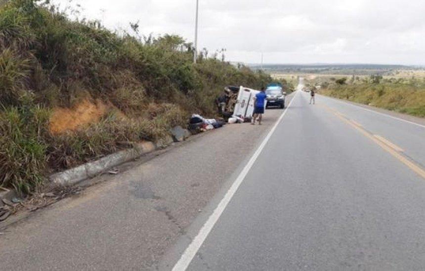 [Sete pessoas da mesma família ficam feridas após Kombi tombar na Bahia]