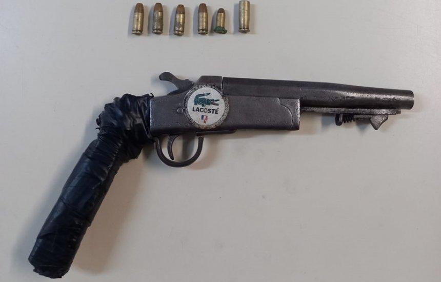 [Jovem de 20 anos é preso com arma de fabricação caseira no Verde Horizonte]