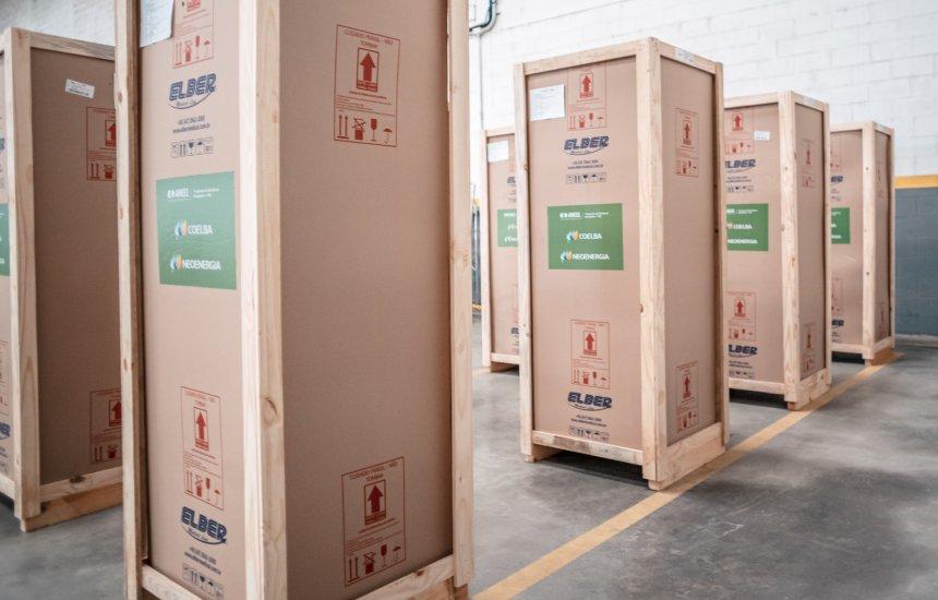 [Coelba amplia doação de refrigeradores para armazenamento de vacinas contra Covid-19]