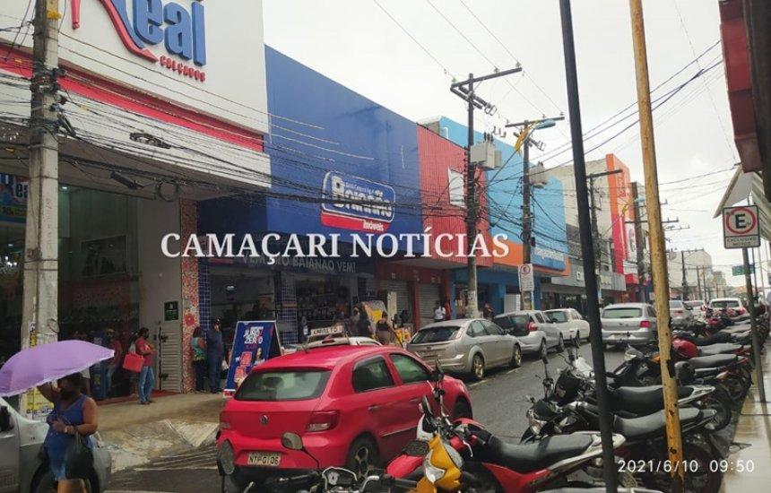 [Ruas do Centro de Camaçari voltam a ser liberadas para estacionamento de veículos]