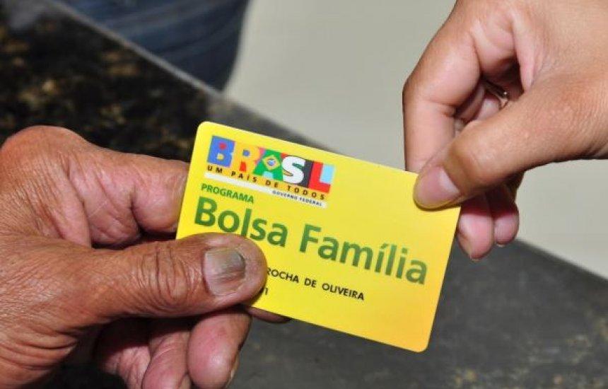 [400 mil famílias que estão na fila no Bolsa Família não receberam auxílio, diz jornal]
