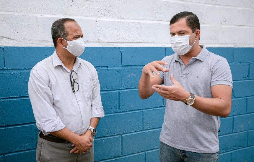[Em visita a fábrica de telhas recicláveis, Elinaldo destaca o fortalecimento dos empreendedores do ramo]