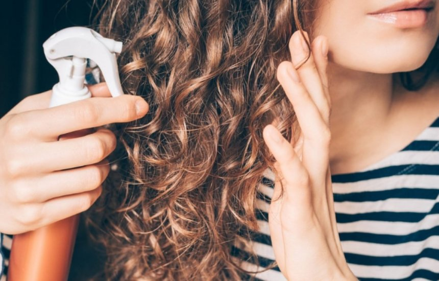 [Glicerina no cabelo: benefícios, dicas e recomendações de especialista]