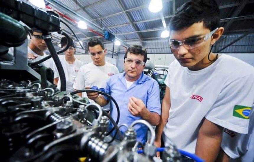 [SENAI oferta quase 90 mil vagas em cursos profissionalizantes pelo Programa Educar para Trabalhar]