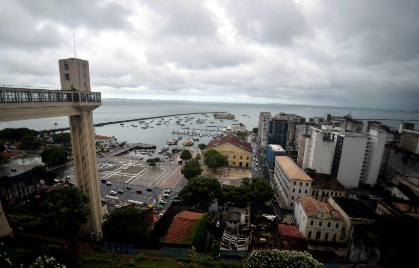 [Previsão é de chuva forte no fim de semana em Salvador]