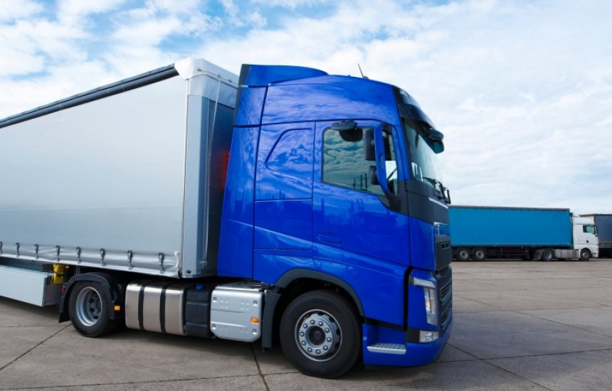 [Bolsonaro sanciona lei que eleva tolerância no peso de caminhões sem penalidades]
